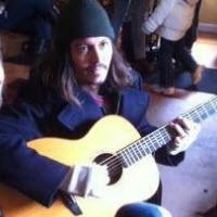 Johnny Depp Sings For Seattle Fans, LUCKY THEM!