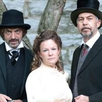 DR. JEKYLL AND MR. HYDE Plays Town Hall Theater, Now thru 10/31