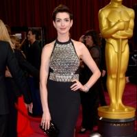 Anne Hathaway Eyeing GROUNDED at the Public This Spring; Julie Taymor to Direct