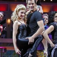 BWW Reviews: Mit GREASE beschwingt in die Ära des Rock'n'Roll