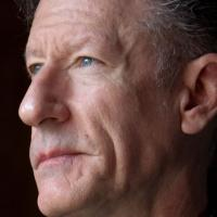 BWW Reviews: Lyle Lovett Leaves New Albany Audience With More Than Tricks