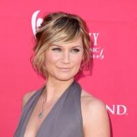 Jennifer Nettles to Host ABC's CMA COUNTRY CHRISTMAS