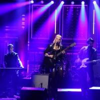VIDEO: Elle King Performs 'Ex's & Oh's' on TONIGHT SHOW