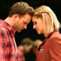 BWW Reviews: ONCE at the Paramount - Touching and Simple Storytelling