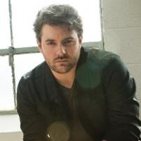 Musician Chris Young Undergoes Hand Surgery to Repair Tendons