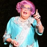 BWW Review: DAME EDNA Bids Her Possums A Glorious Goodbye in Toronto