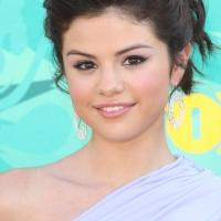 Selena Gomez Performs on THE X FACTOR Results Show Tonight