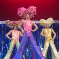 'Priscilla, Reina del Desierto' organiza un flashmob para la apertura de FITUR GAY
