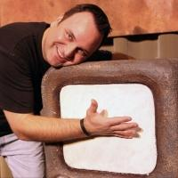 BWW Interviews: DEFENDING THE CAVEMAN'S Vince Valentine Discusses Playing the Caveman for 10 Years