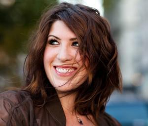 Emerging Singer/Songwriter Evie Archer Hits #1 on Mediabase A/C