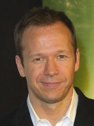 Donnie Wahlberg Stars in A&E Original Series WAHLBURGERS, Beg. Tonight