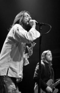 THE BLACK CROWES Announce Special All-Acoustic Show