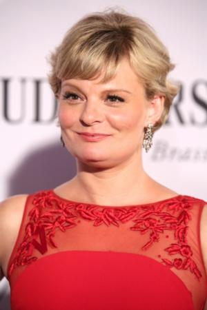 Tony Nominee Martha Plimpton Joins Cast of OTHER DESERT CITIES at The Old Vic, Posner Will Direct