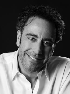 Emmy Winner Brad Garrett to Host 2014 Writers Guild Awards