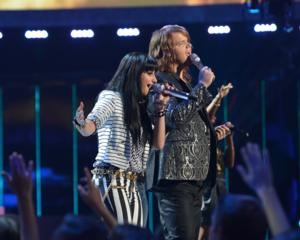AMERICAN IDOL Finale Recap: Two Heavyweights Slug it Out on Enjoyable Finale (updated w/ photos)