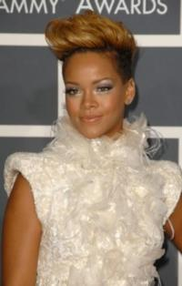 Rihanna to Perform Live at MTV VIDEO MUSIC AWARDS, 9/6; Andy Samberg, The Wanted Added as Presenters
