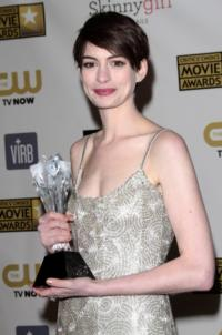 Anne Hathaway Wins Golden Globe for Best Supporting Actress for LES MISERABLES