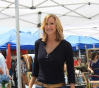 HGTV-Renews-FLEA-MARKET-FLIP-for-Second-Season-20121001
