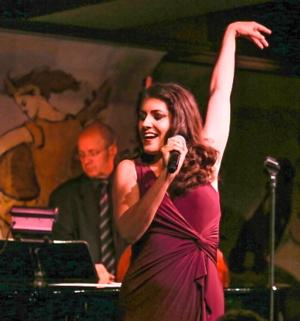 BWW Reviews: Rising Cabaret Star JENNIFER SHEEHAN Makes Audience Love Her in Cafe Carlyle Debut