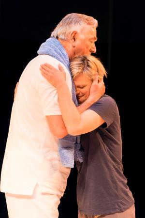 BWW Reviews: OTHER DESERT CITIES, The Old Vic, March 26 2014