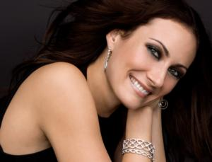 Laura Benanti to Headline 2014 Globe Gala, SUMMER SPLENDOR, This Weekend