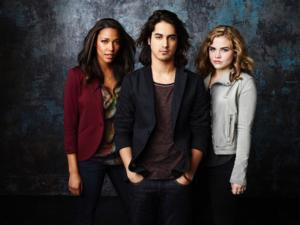 Cast of ABC Family's TWISTED Set for Live Twitter Chat Tonight