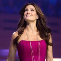 Idina-Menzel-Barefoot-and-Centre-Stage-in-Melbourne-20010101