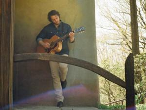 Amos Lee to Make Segerstrom Center Debut With Amy Helm and The Handsome Strangers, 8/6