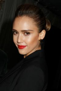 Jessica Alba to Star in Myriad Picture's WEIGHTLESS