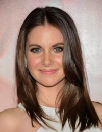 'Community' Star Alison Brie to Guest on MTV's NIKKI & SARA LIVE, 2/19
