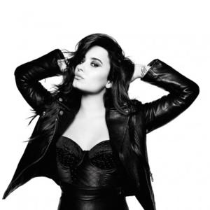 Superstar Demi Lovato Signs Multi-Book Deal