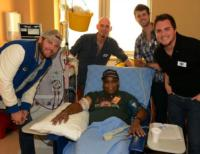 Eli Young Band Visits Veterans as Part of 'Musicians on Call' Program