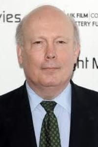 'Downton Abbey' Creator Julian Fellowes to Explore England's Historical Homes