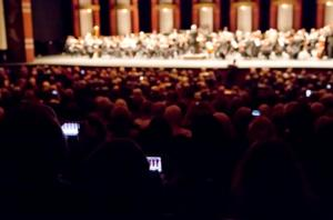 Leonard Slatkin & DSO Invite Audience Members to Take Cell Phone Photos of Concert