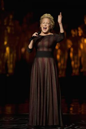 Bette Midler's Performance Among Facebook's 'Most Social' OSCAR Moments