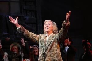Tommy Steele Injury Causes SCROOGE Tour to Cancel First Performances