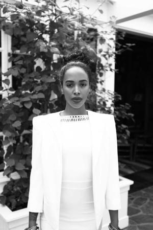 Shvona Lavette Releases New Music Video 'Holding On'