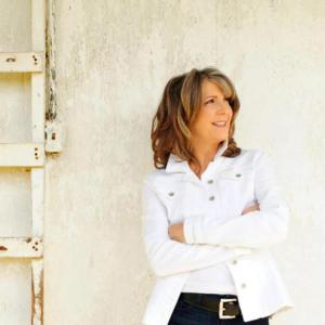 Kathy Mattea Brings CALLING ME HOME to the Majestic Theater Tonight