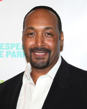 Jesse L. Martin Signs On for CW Pilot THE FLASH