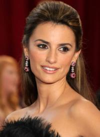 Penlope-Cruz-Is-Next-Bond-Girl-in-Next-JAMES-BOND-Movie-20130603