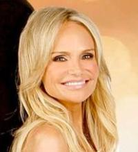 BWW Exclusive: Kristin Chenoweth Talks Dating 'The Bachelor', GCB, Next Album & Hosting ACAs