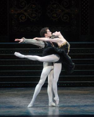BWW Reviews: In American Ballet Theatre's SWAN LAKE the Show Must Go On Despite Injury