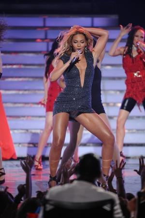 Broadway Bodies Offers TOP OF THE CHARTS Beyonce Dance Workout, Mondays/Wednesdays