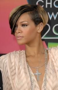 Simon-Cowell-Reportedly-Wants-Rihanna-for-THE-X-FACTOR-20121216