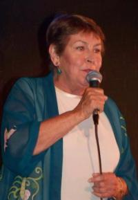 Helen-Reddy-Makes-Triumphant-Return-to-Singing-at-the-Canyon-Club-20010101