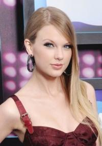 Taylor Swift Performs Live on GMA Today, 10/23