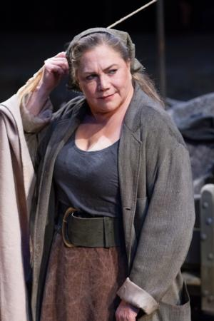 BWW Reviews: Mother Courage Conquers at Arena Stage; Kathleen Turner Shines Among a Stellar Company