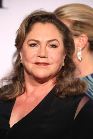 Kathleen Turner Returns to the West End in BAKERSFIELD MIST Tonight