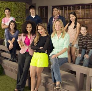 Jennifer Lopez & FOSTERS Cast Set for Live Twitter Chat Tonight