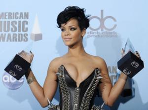 Rihanna to Perform & Receive Icon Award on 2013 AMERICAN MUSIC AWARDS